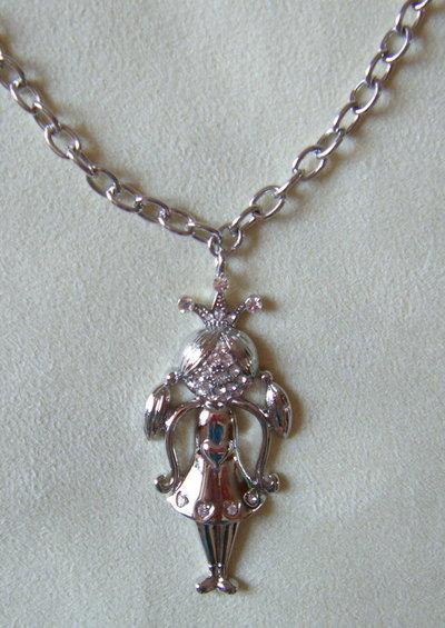 collana con catena in metallo colore argento, e ciondolo ,,fatina,, con strass