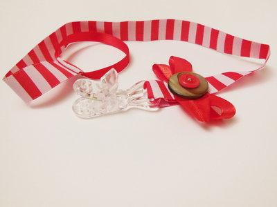 Catenella portaciuccio in stoffa: il portaciuccio rosso e bianco