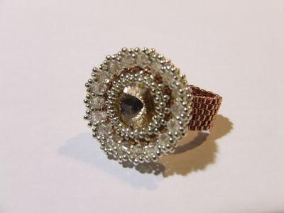 """Anello lavorazione """"peyote"""" con perline in vetro Miyuki,  cabochon e cristalli Swarovski - cod. E16"""