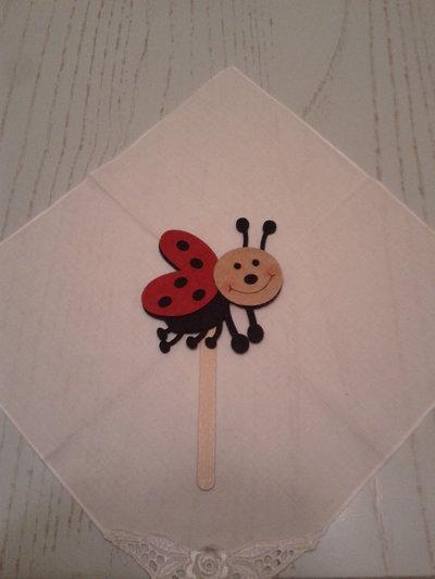 Segna libro in legno con coccinella in volo in feltro