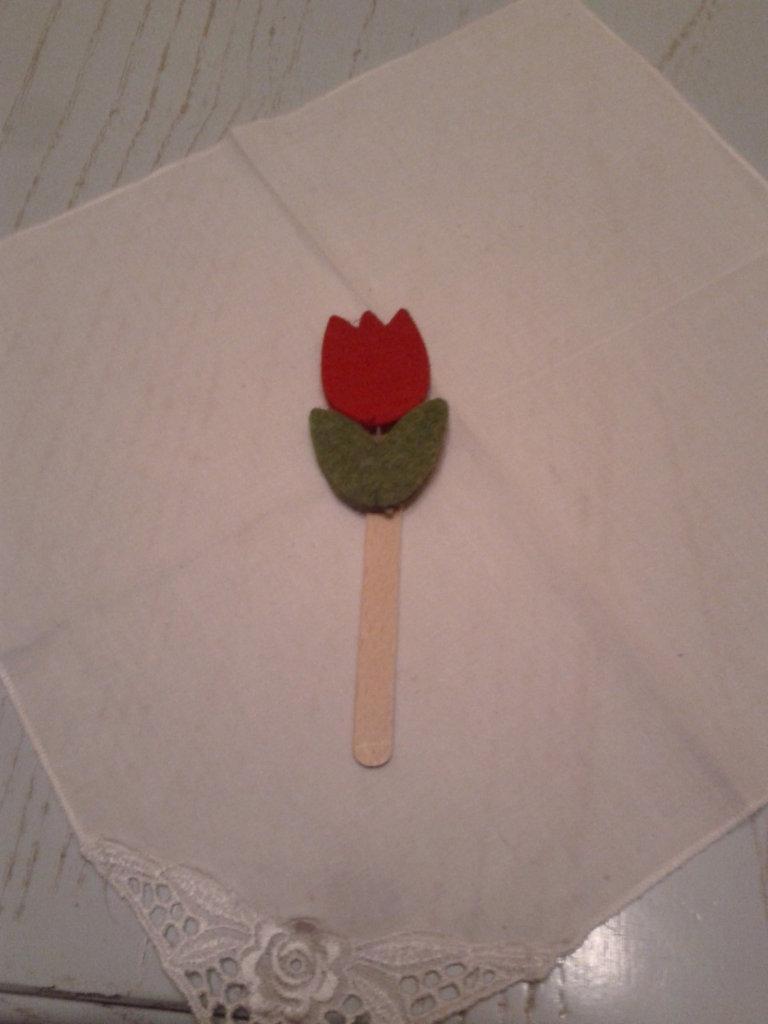 Segna liblro in legno con tulipano in feltro