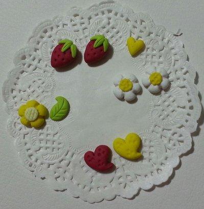 Decorazioni cabochon foglie fiori cuori fragole fimo bijoux scrapbooking
