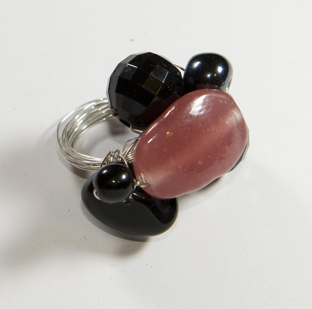 Anello rosa nero