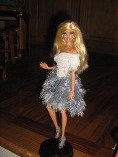 Abito all'uncinetto e ferri per fashion doll