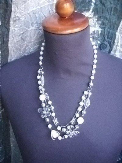 collana lunga con pietre e perline