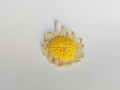 Accessorio per catenella portaciuccio in stoffa a forma di fiore