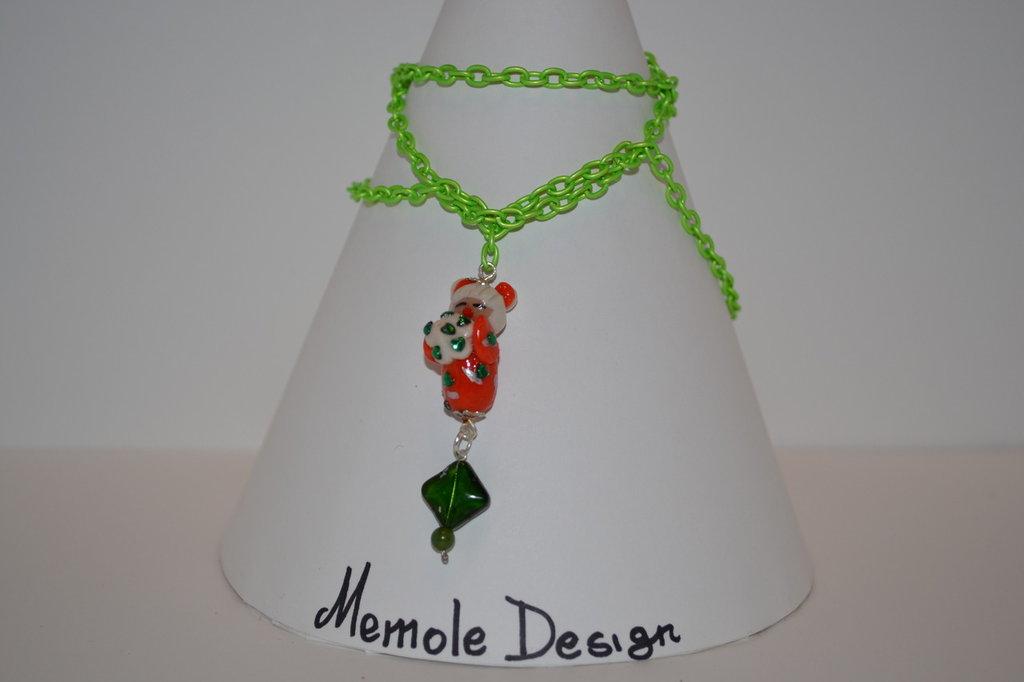 collana verde con kokeshi memole design