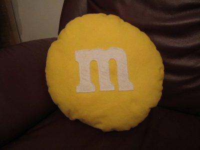 cuscino biscottoso - cioccolatino m&m giallo