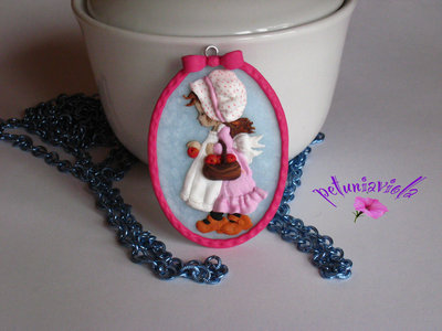 "Cammeo  serie  ""Dolly""- Bambina con cestino di mele"