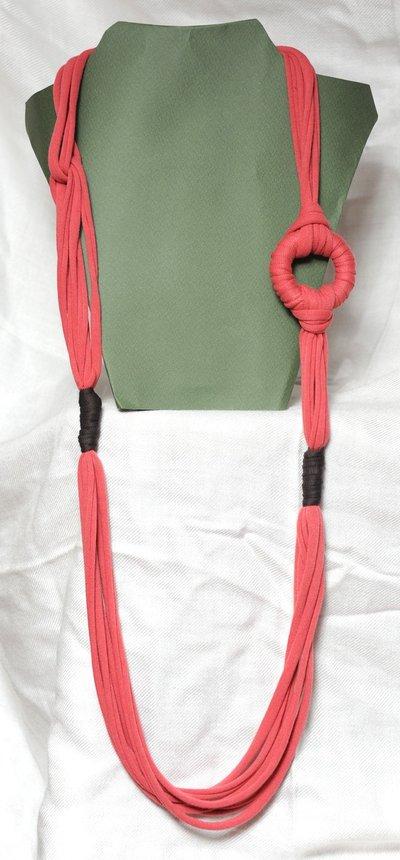 Collana lunga rosa corallo e marrone