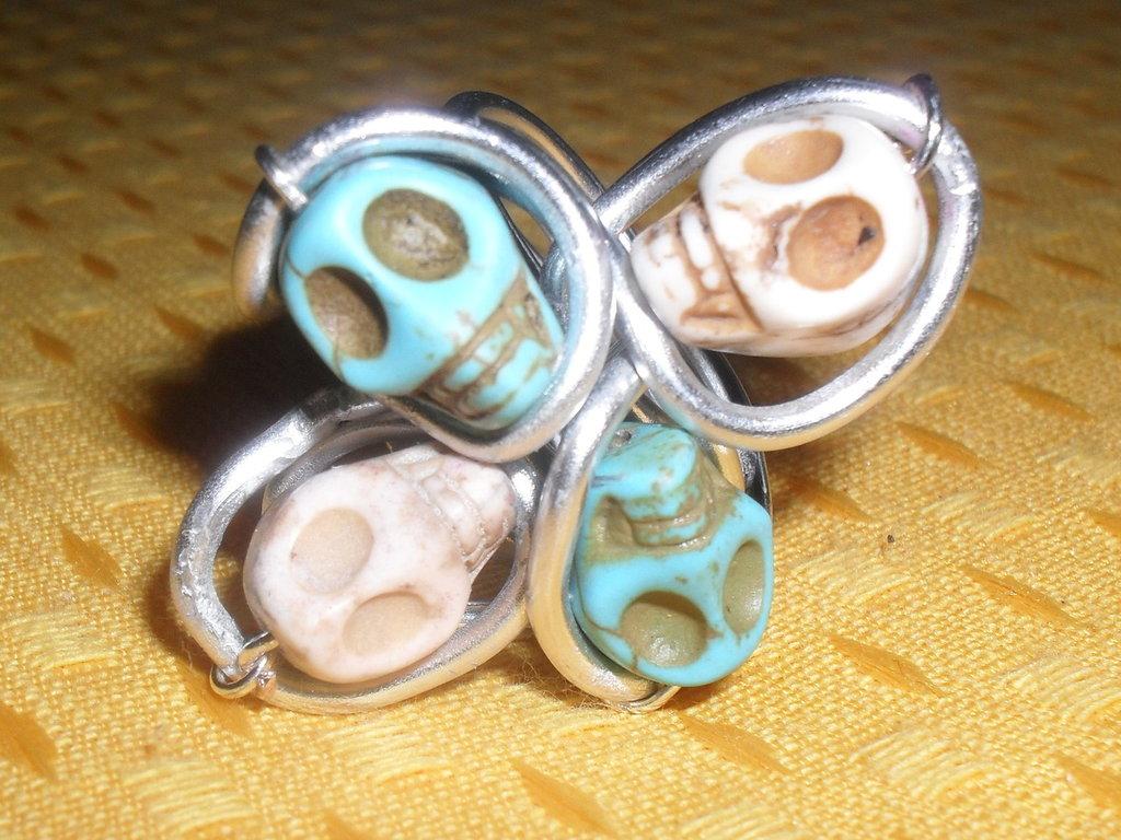 anello wire con teschi
