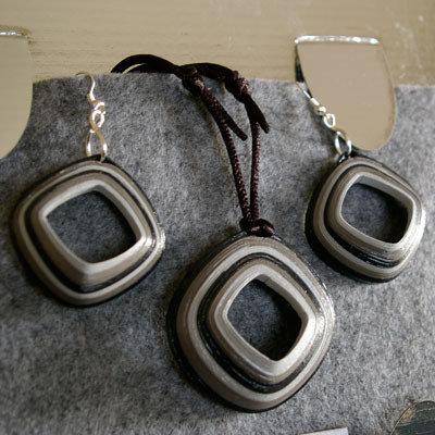 orecchini e collana rombo grigi
