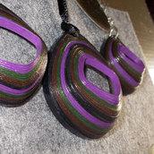 Orecchini e collana rombo rilievo sfumature viola