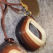 orecchini e collana rombo rilievo sfumature marroni