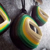 orecchini e collana rombo rilievo sfumature verdi