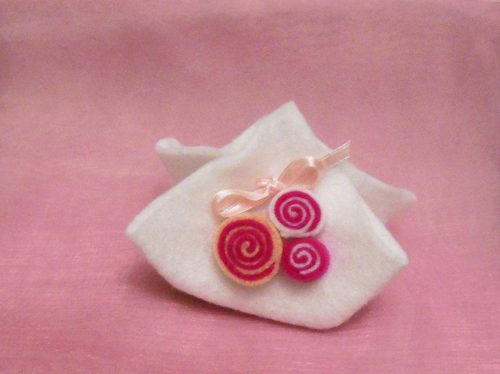 Sacchetti portaconfetti di feltro: la soluzione economica per il battesimo, la comunione o la cresima della vostra bambina