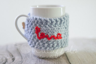 copri tazza - mug fatto a maglia con cuore - speciale San Valentino... BatuffoloHandmade