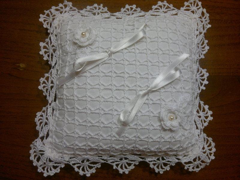 cuscino portafedi uncinetto romantico e prezioso