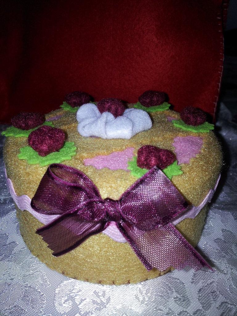 scatola torta in feltro