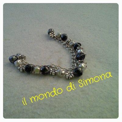 braccialetto color argento con pendenti