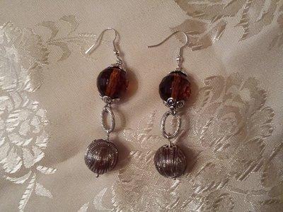 orecchini con cristalli e sfere argentate