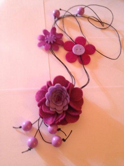 Collana lunga fiori in feltro fatti a mano
