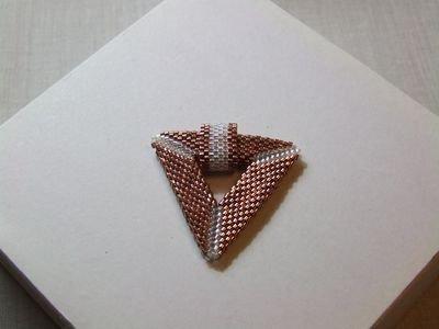 Collier in argento brunito con ciondolo a triangolo realizzato con perline Miyuki - cod. A29