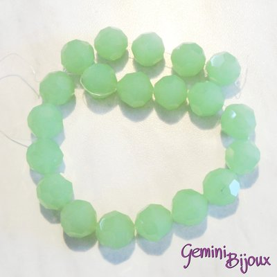 Lotto 2 perle in vetro sfaccettate verde matt 18 mm