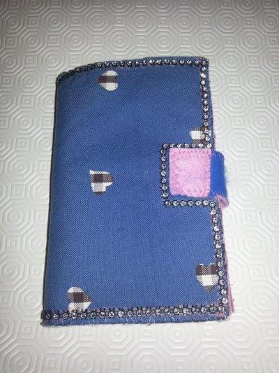 Portafoglio blu e rosa fatto a mano in feltro e pannolenci