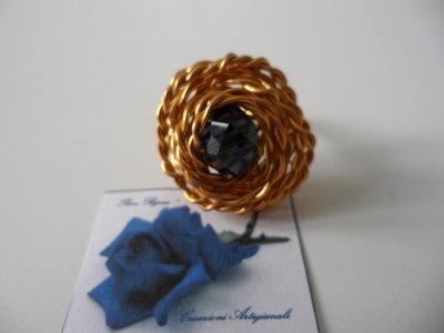Anello Wire Dorato con Cristallo