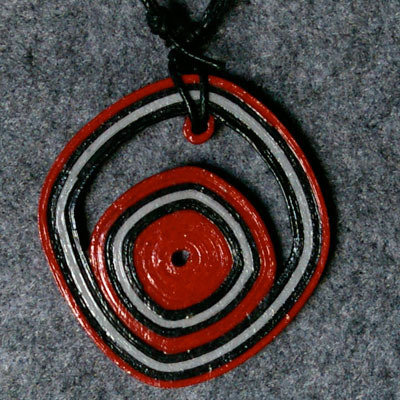 orecchini e collana grigio rossi