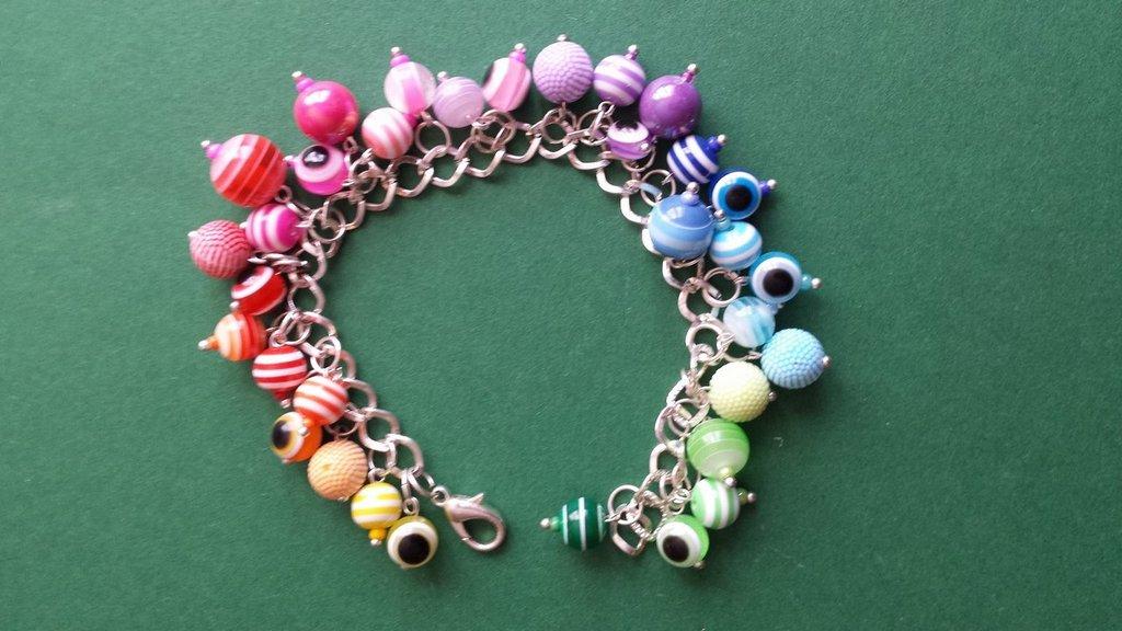 Bracciale charms perle di  plastica arcobaleno