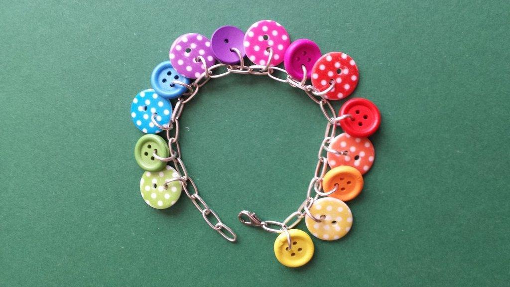 Bracciale charms bottoni arcobaleno