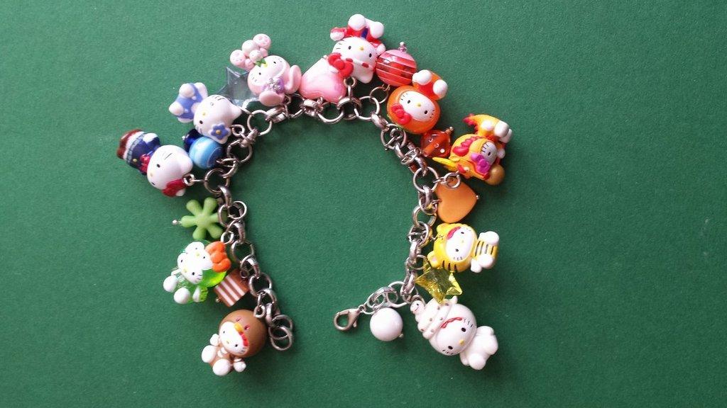 Bracciale charms di Hello Kitty arcobaleno