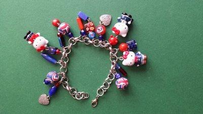 Bracciale charms di Hello Kitty blu e rosso london style