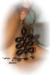 orecchini in pizzo macramè con pendenti by ArteRicamo & Bijoux