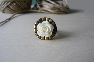 """Anello con bottone vintage """"white rose"""""""