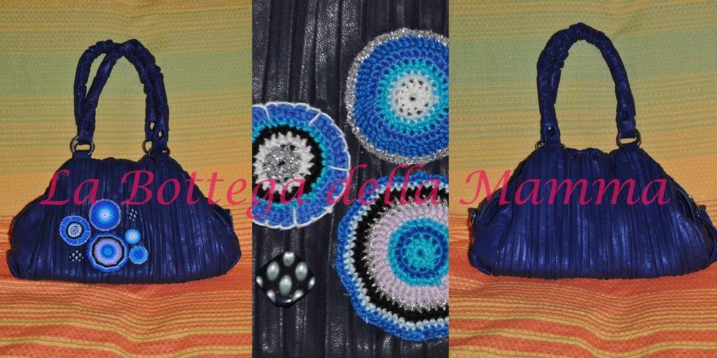 Borsa blu con aplicazioni multicolor in cotone