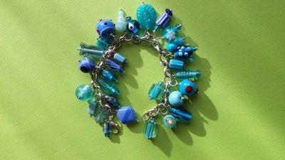 Bracciale charms di vetro azzurri e blu