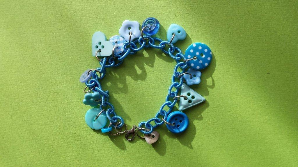 Bracciale charms bottoni azzurri