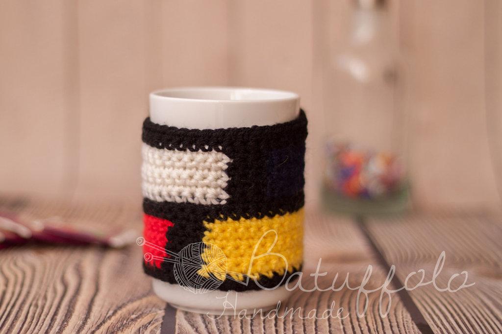 Copri tazza - mug fatto ad uncinetto  liberamente ispirato a Piet Mondrian