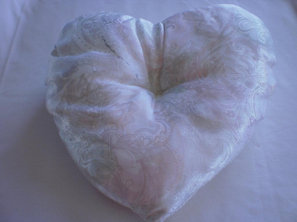 Cuscino a forma di cuore 30x30 cm.