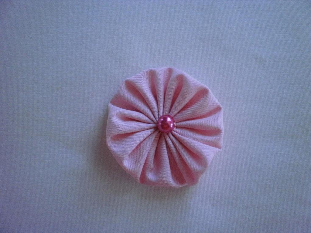 Yo-yo circolare (diametro 6 cm) di stoffa color rosa chiaro