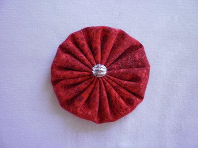 Yo-yo circolare (diametro 6 cm) di stoffa color rosso