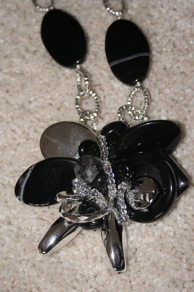 collana fiore nero
