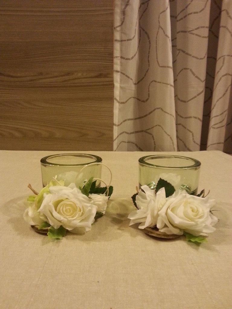 Candele porta tea light in vetro con rosa avorio per la - Porta tea light ...