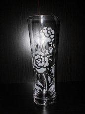 vaso inciso a mano, con rosa