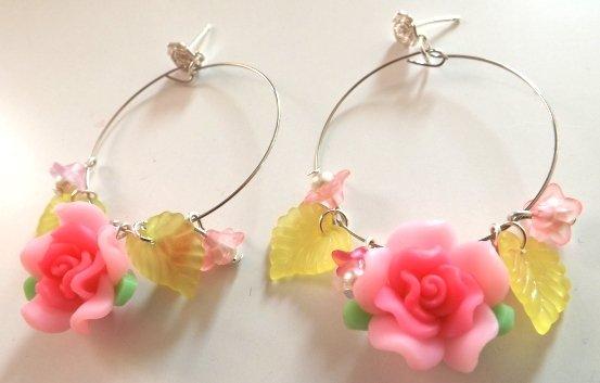 Orecchini gioie di fiori e colori in fimo e perline