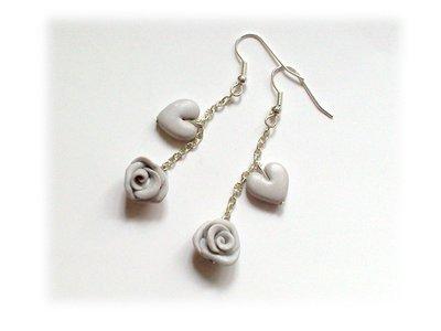Orecchini pendenti rose cuore grigio-argento
