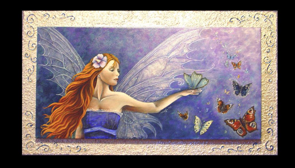 Dipinto ad acrilico (40x70)raffigurante una fata con una scia di farfalle incluso in cornice artigianale argentata con decorazioni a rilievo
